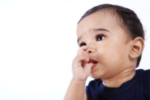 bambino-dito-in-bocca-1