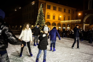 Babbo Natale sul ghiaccio @ pista di pattinaggio | Modena | Emilia-Romagna | Italia